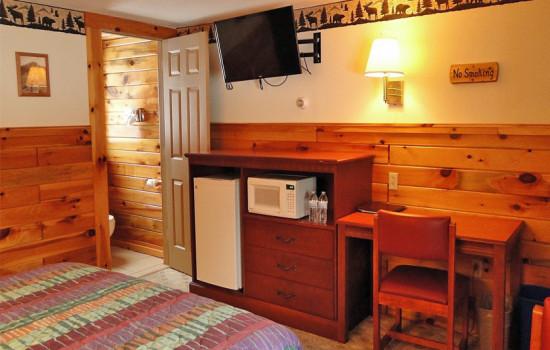 Adirondack Queen Room - ADA Accessible