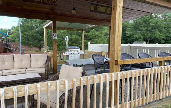 Alpine Country Inn & Suites - BBQ/Gazebo Area