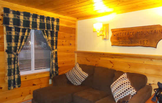 Alpine Country Inn & Suites - Whiteface Suite sitting area