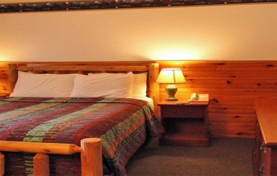 Alpine Country Inn & Suites - Adirondack Queen Room - Accessible